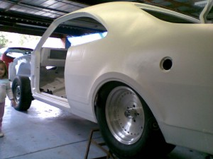 White Holden Monaro GTS - unfinished project 